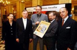 Bundespräsident Horst Köhler und seine Gattin Eva, TLZ-Redakteur Wolfgang Hirsch (M), Rhino-Verlags-Chef Ulrich Völkel, Klassik-Präsident Hellmut Seemann (r.).